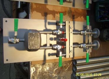 Skid, cabins and sampling panels